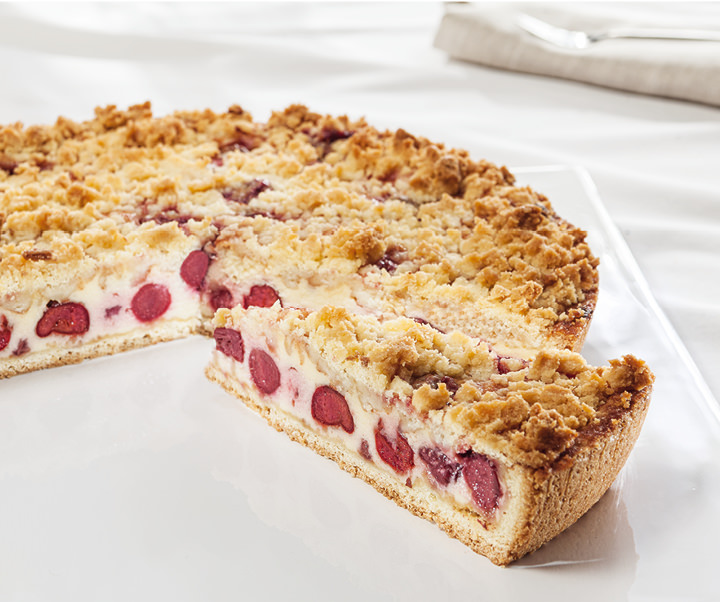 Cherry cake with butter crumbles
