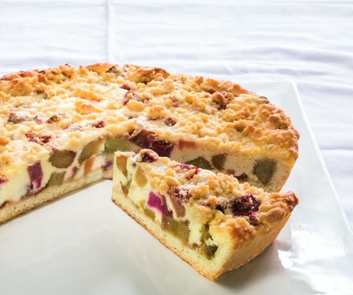 RHUBARB CAKE WITH BUTTER CRUMBLES