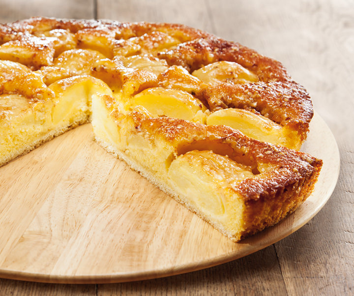 Country-style apple cake