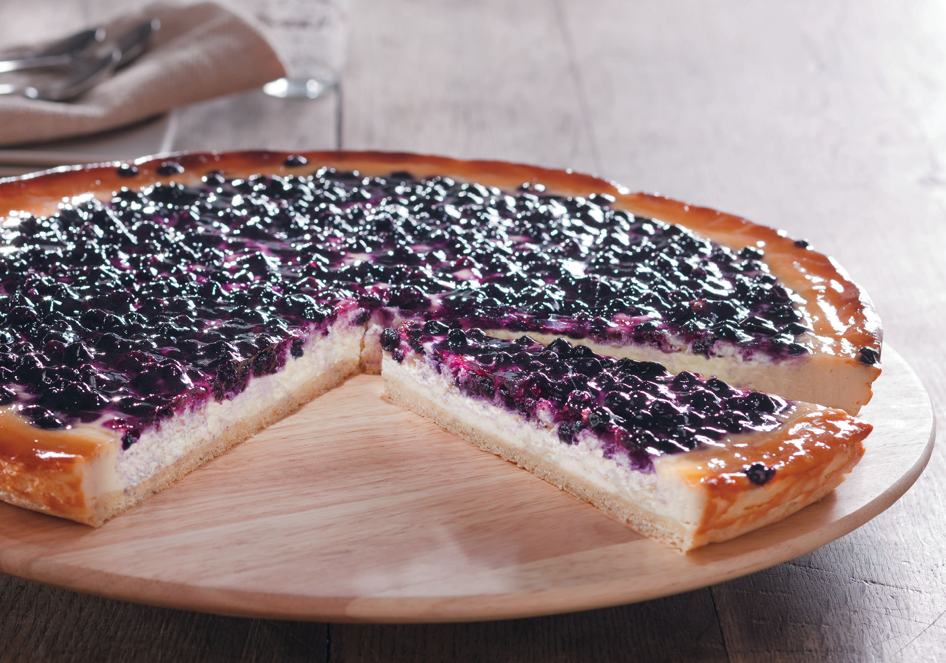 Country-style wild blueberry cake