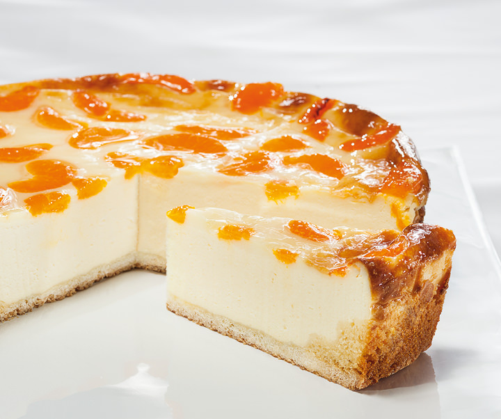 Cheesecake with tangerines