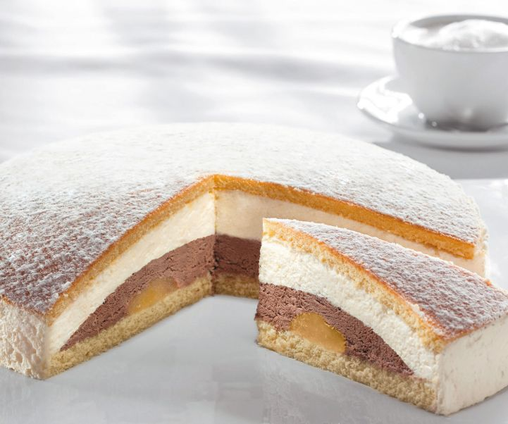 Advocaat-chocolate cream gateau unsliced