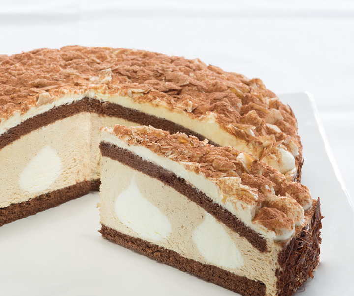 Latte macchiato cream gateau