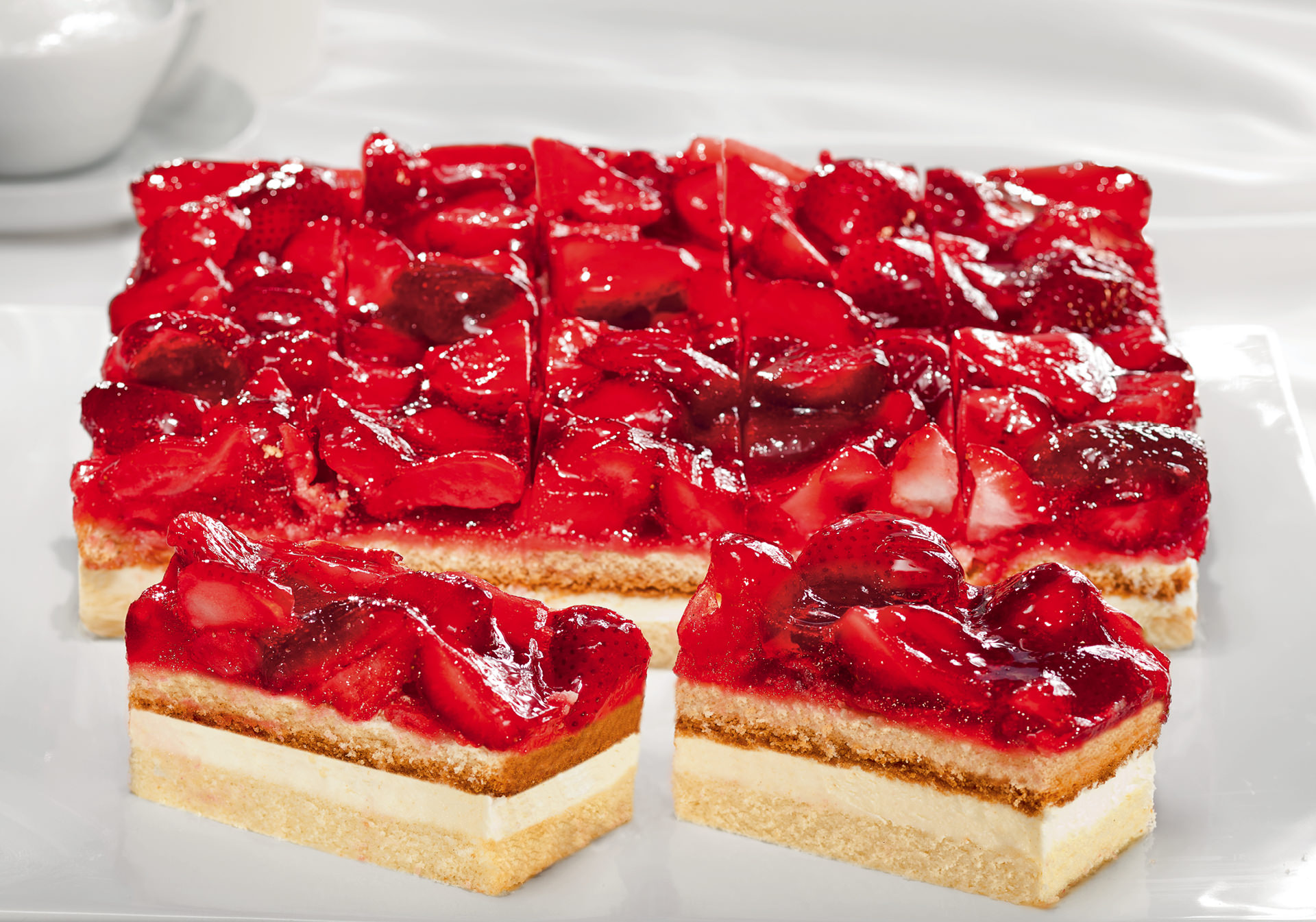 Strawberry cream slice 16 portions